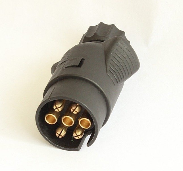 7 pin plug for trailers in plastic cover